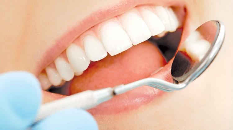 Kết quả hình ảnh cho Những khoảng trống nhỏ giữa răng và lợi